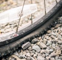 Как заклеить камеру велосипеда с помощью ремкомлекта, заплатки