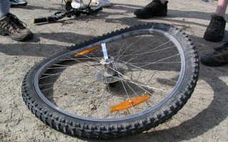 Как исправить восьмерку на колесе велосипеда своими руками — видео