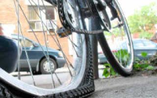 Как заклеить колесо на велосипеде (быстро залатать велосипедную камеру)